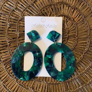 Resin drop earrings 💞